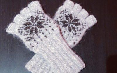Mitones con motivos invernales